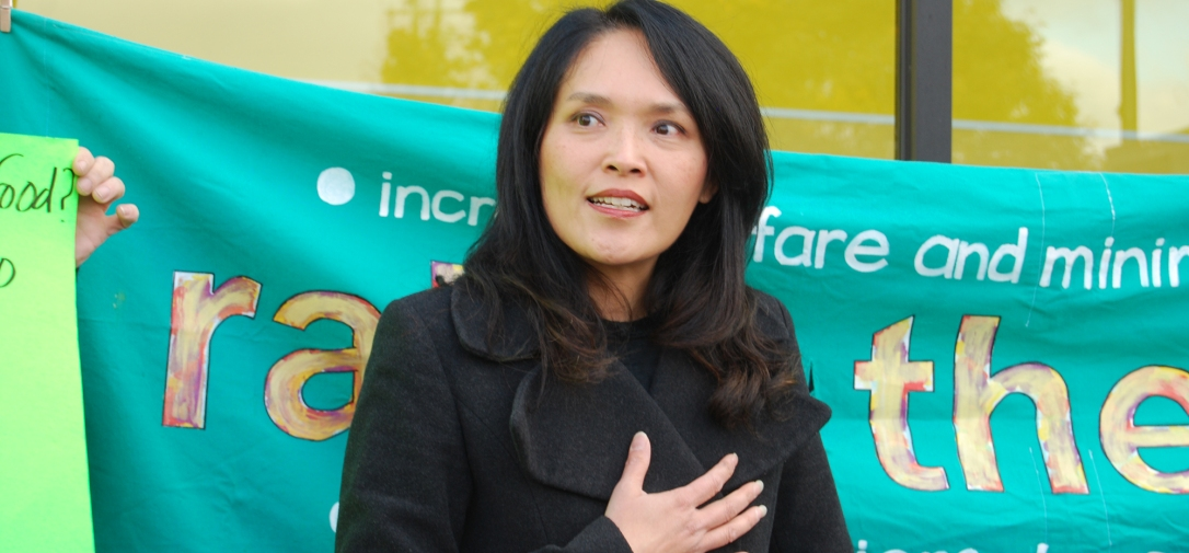 Jenny Kwan speaking at the Launch of the 4th Annual Welfare Food Challenge (2015).